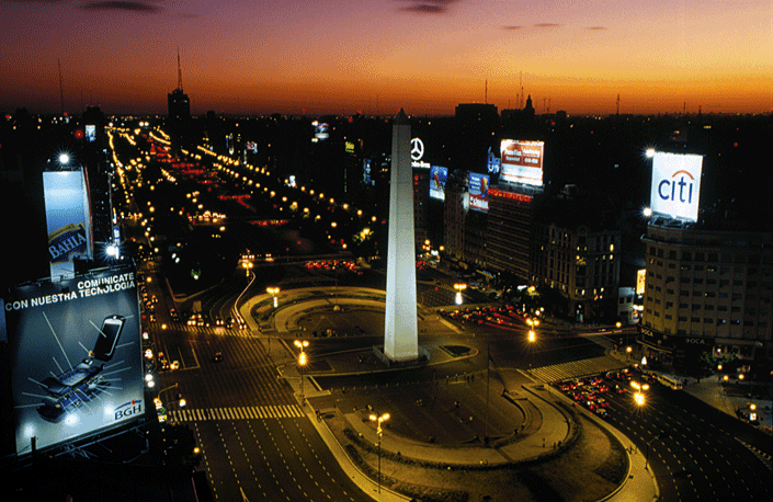 Obelisco at night in Buenos Aires